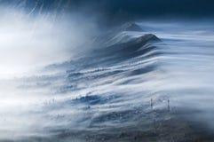 Brume circulant sur Cemoro Lawang photos libres de droits