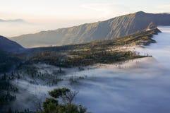 Brume contre le paysage Photo libre de droits
