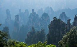 Brume dans les montagnes de Zhangjiajie photo libre de droits