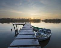 Brume de matin au-dessus de l'asile de rivière Image stock