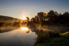 Brume de matin sur l'étang Image libre de droits
