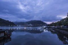 Brume de Moring au port de Hangzhou Photo stock