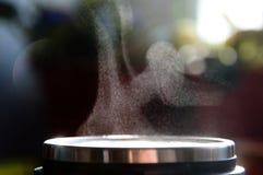 Brume sopra la tazza del coffe o del tè Fotografia Stock