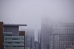 Brumeux sur la ville bourdonnée photographie stock libre de droits