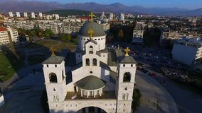 Brummen-Video - Kathedrale der Auferstehung von Christus, Podgorica, Montenegro stock video footage