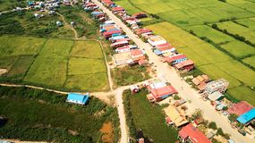 Brummen-Vogelperspektive von traditionnal Dorf Siem Reap, Kambodscha Lizenzfreie Stockfotos
