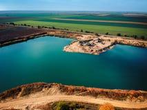 Brummenansicht einer Extraktionsanlage auf einem See Lizenzfreie Stockfotografie