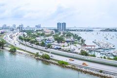 Brummenansicht Himmel-Ansicht Vogelperspektive von im Stadtzentrum gelegenem Miami stockfotos