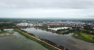 Brummenansicht 4K Nong Han Lake Sakon Nakhon Thailand stock footage