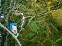 Brummenbild Vogelperspektive des ländlichen Berggebiets in Slowakei, vil Stockbilder