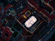 Brummenfliege über Eislauf in Prag lizenzfreie stockfotos