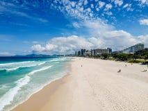 Brummenfoto von Barra da Tijuca-Strand, Rio de Janeiro, Brasilien Stockfotografie