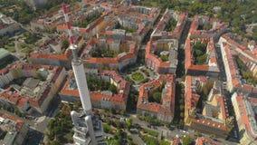 Brummenluftpanoramaansicht Fernsehturm in Prag, Tschechische Republik stock footage