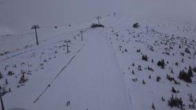 BRUMMENS Skiort-Jasna Slovakia-BergDraufsicht 4K niedrigen Tatras Luft stock video footage