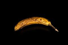 Brun banan på en svart bakgrund Arkivfoto