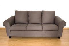 brun bekväm sofa Royaltyfria Foton