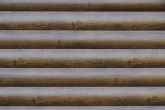 Brun byggd textur för modernt för journalkabin för kvarter trä för hus Den horisontalträsidväggen bryner - röd bred bakgrund arkivbild