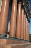 brun colonnade Arkivbilder