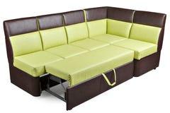 Brun et hurlement sectionnels en cuir décomposés modernes de sofa de dormeur Images stock