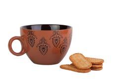 Brun kopp med modellen och en grupp av kakor arkivfoto