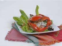 Brun krabba med sallad Royaltyfri Bild
