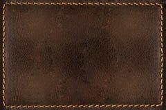 Brun läderbakgrund med sömmar Arkivfoto