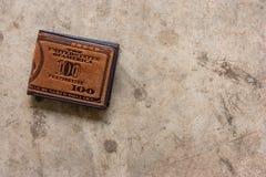 brun läderplånbok Royaltyfri Fotografi