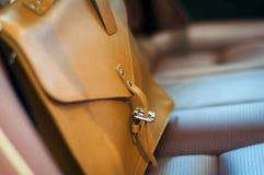Brun läderportfölj royaltyfria foton