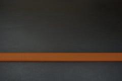 Brun linje i botten Brun färg av bältet Bälte från läder Royaltyfri Foto