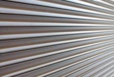 Brun metallslutaredörr som en modell royaltyfria bilder