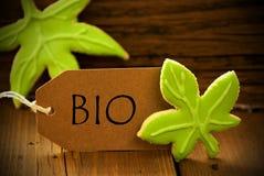 Brun organisk etikett med Bio tysk text Royaltyfria Foton