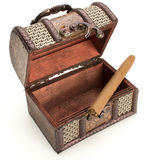 Brun smyckenask och cigarett Arkivfoton