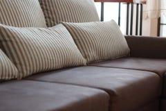 Brun sofa för mörker Fotografering för Bildbyråer