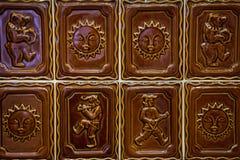 Brun tegelplattasaple arkivfoto
