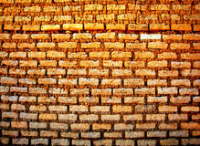Brun tegelstenvägg för tappning Royaltyfria Bilder
