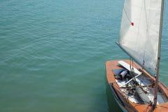 Brun yacht Arkivfoto