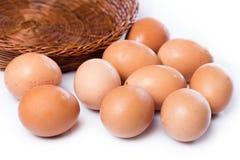 bruna ägg för korg Royaltyfri Foto