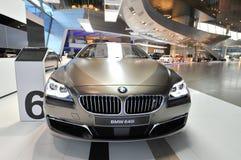 Bruna BMW grankupé för 6 serie på skärm på BMW världen Royaltyfri Foto