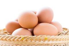 Bruna fega ägg i korg Royaltyfri Fotografi