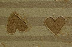 bruna hjärtor som motsätter arkivbild