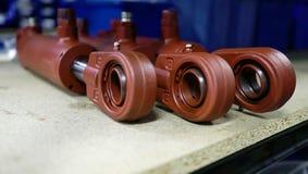 Bruna hydrauliska cylindrar royaltyfria bilder