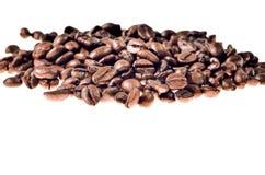 Bruna kaffebönor, närbild av kaffebönor för bakgrund Arkivfoto