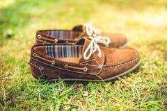Bruna läderskor, mockaskinnläder mäns modebegrepp, bruna mocassins som är klara för katalog, och försäljning Royaltyfri Foto
