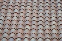 Bruna och orange taktegelplattor Royaltyfria Bilder