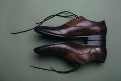 bruna skor för man s Arkivbilder