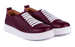 Bruna skor för man` s på den vita bakgrunden Arkivfoto