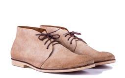 Bruna skor för man` s på den vita bakgrunden Royaltyfria Foton