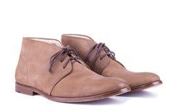 Bruna skor för man` s på den vita bakgrunden Royaltyfria Bilder