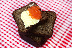 Kaviar på bröd med smör Royaltyfria Foton
