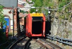 BRUNATE, ΙΤΑΛΙΑ - 14 ΜΑΐΟΥ 2017: Καταπληκτική άποψη funicular στη λίμνη Como που αναρριχείται στο σιδηρόδρομο σε Brunate, Como, Ι Στοκ φωτογραφία με δικαίωμα ελεύθερης χρήσης